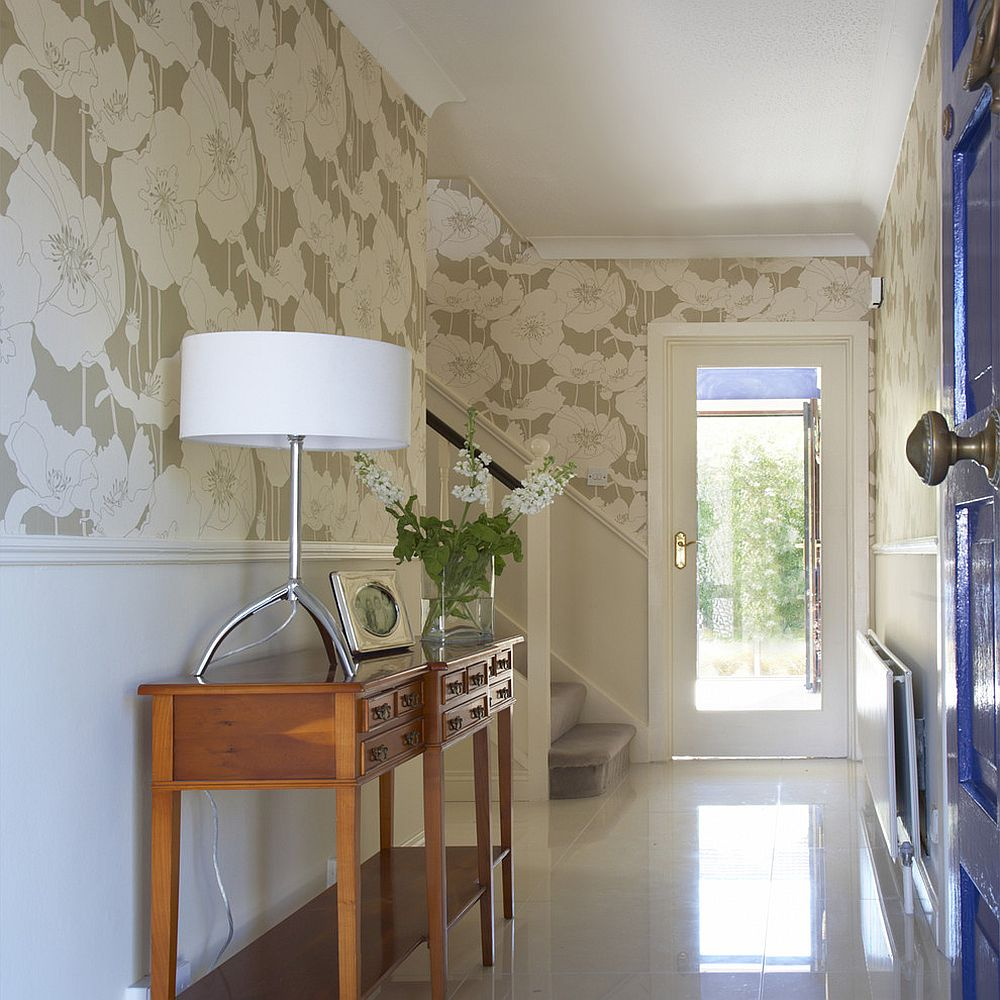 25 Gorgeous Entryways Clad in Wallpaper 1000x1000