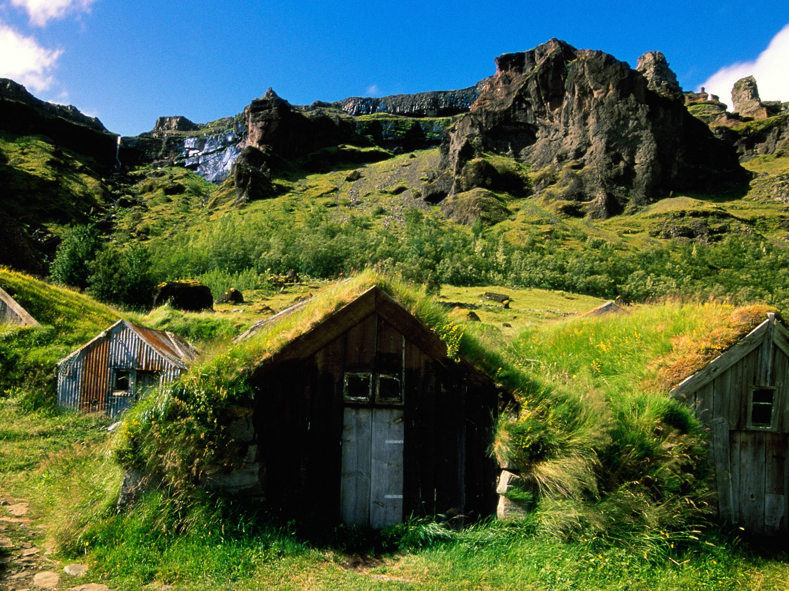 HQ Green Rooftops Iceland Wallpaper   HQ Wallpapers 1600x1200