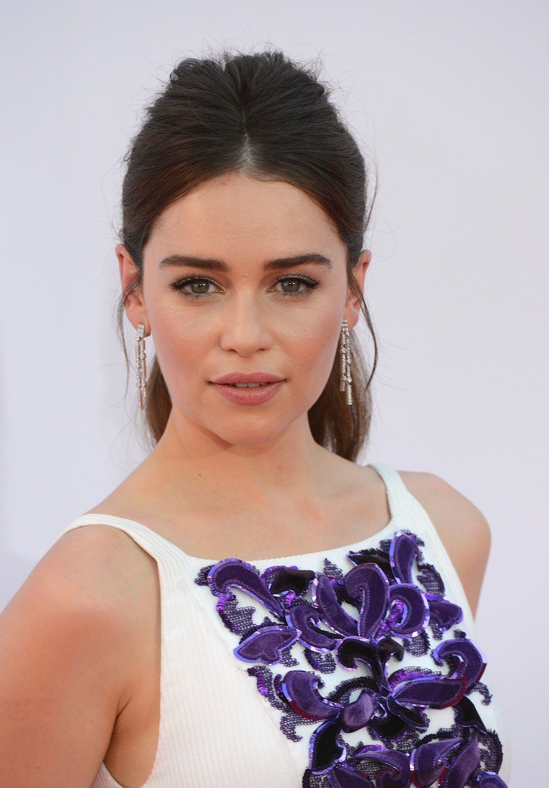 Terminator Genisys Actress Emilia Clarke Full HD Images and 1114x1600