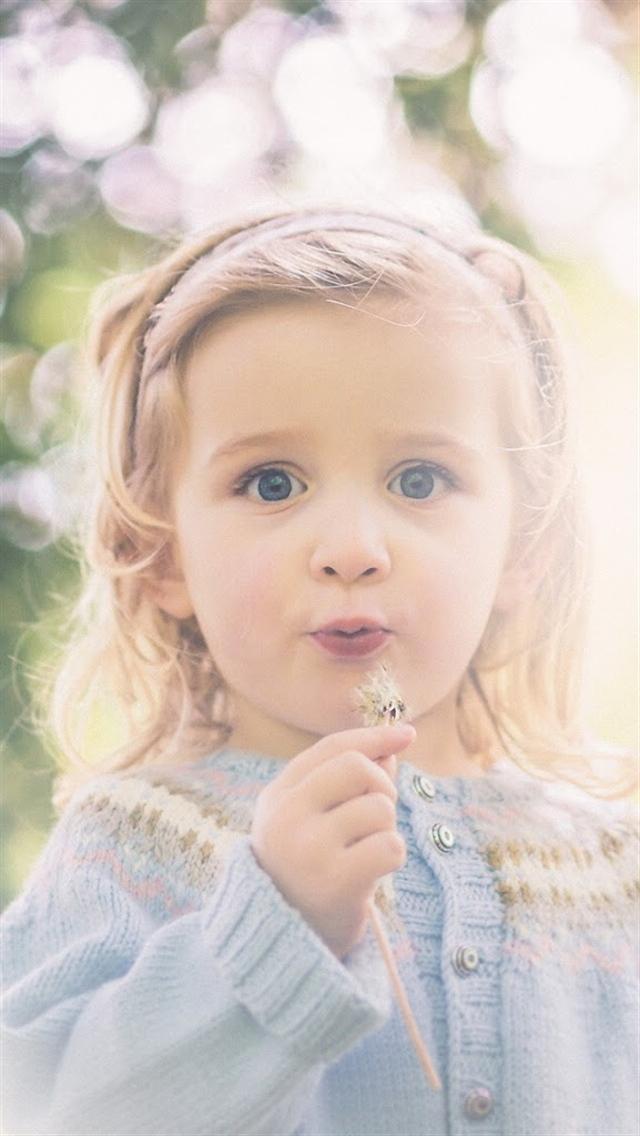 Cute Little Girls Wallpapers   lustdoctorcom 640x1136