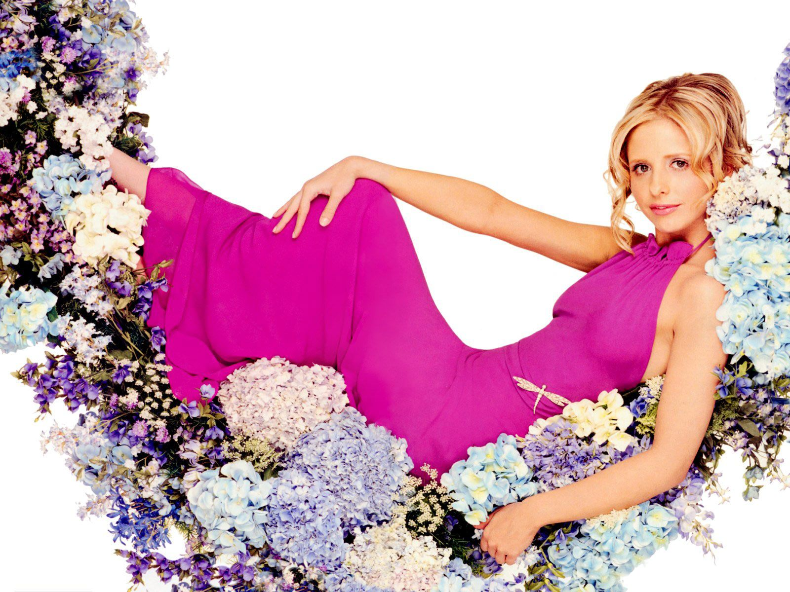 Sarah Michelle Gellar Wallpaper and Background Image 1600x1200 1600x1200