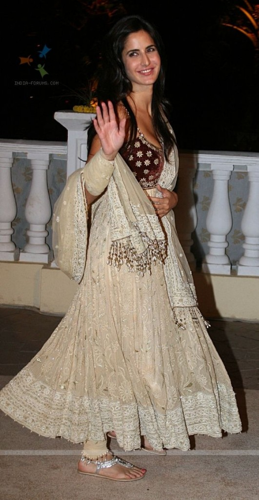 Bollywood Actress Katrina Kaif Anarkali Suits Images 2015 3 531x1024
