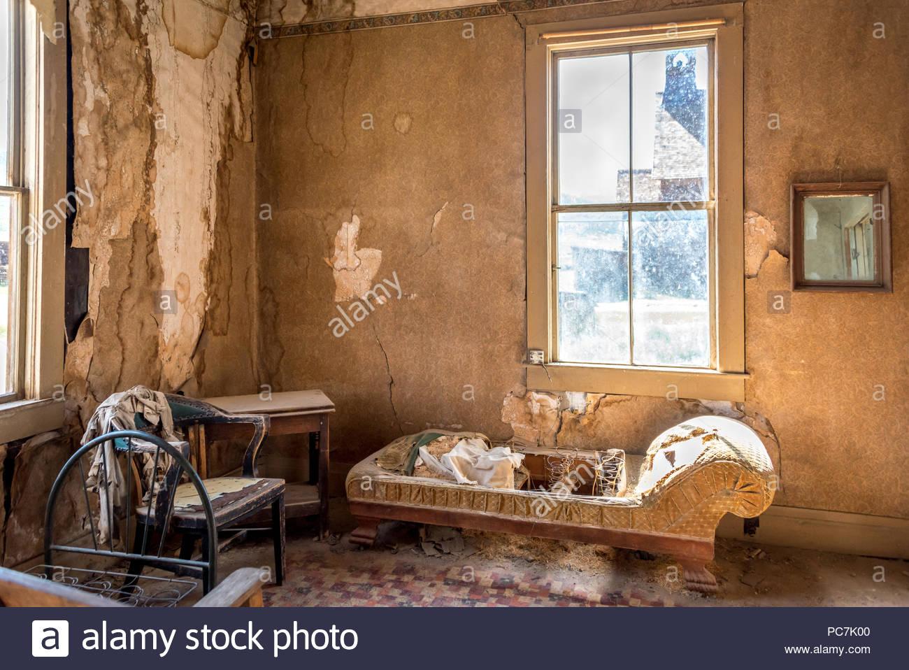 Interior of the Miller house w peeling wallpaper cracked plaster 1300x958