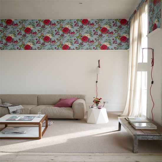 Living room with wallpaper border Wallpaper ideas for living rooms 550x550