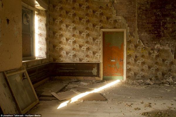 Entra a conocer las ruinas del hospital psiquitrico de 600x398