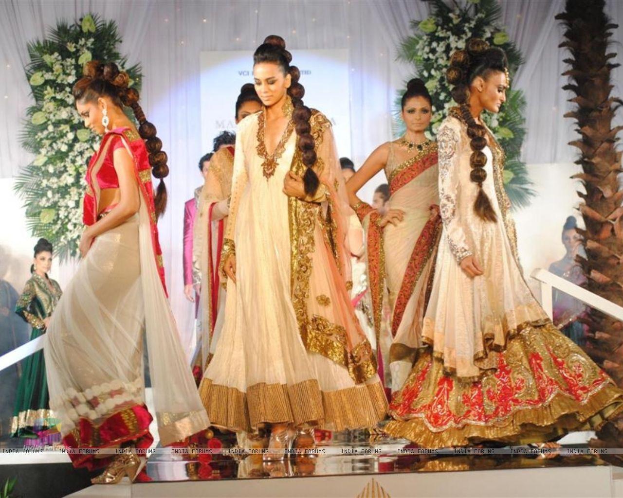 Wallpaper   Model Walks for fashion designer Manish Malhotra at Aamby 1280x1024