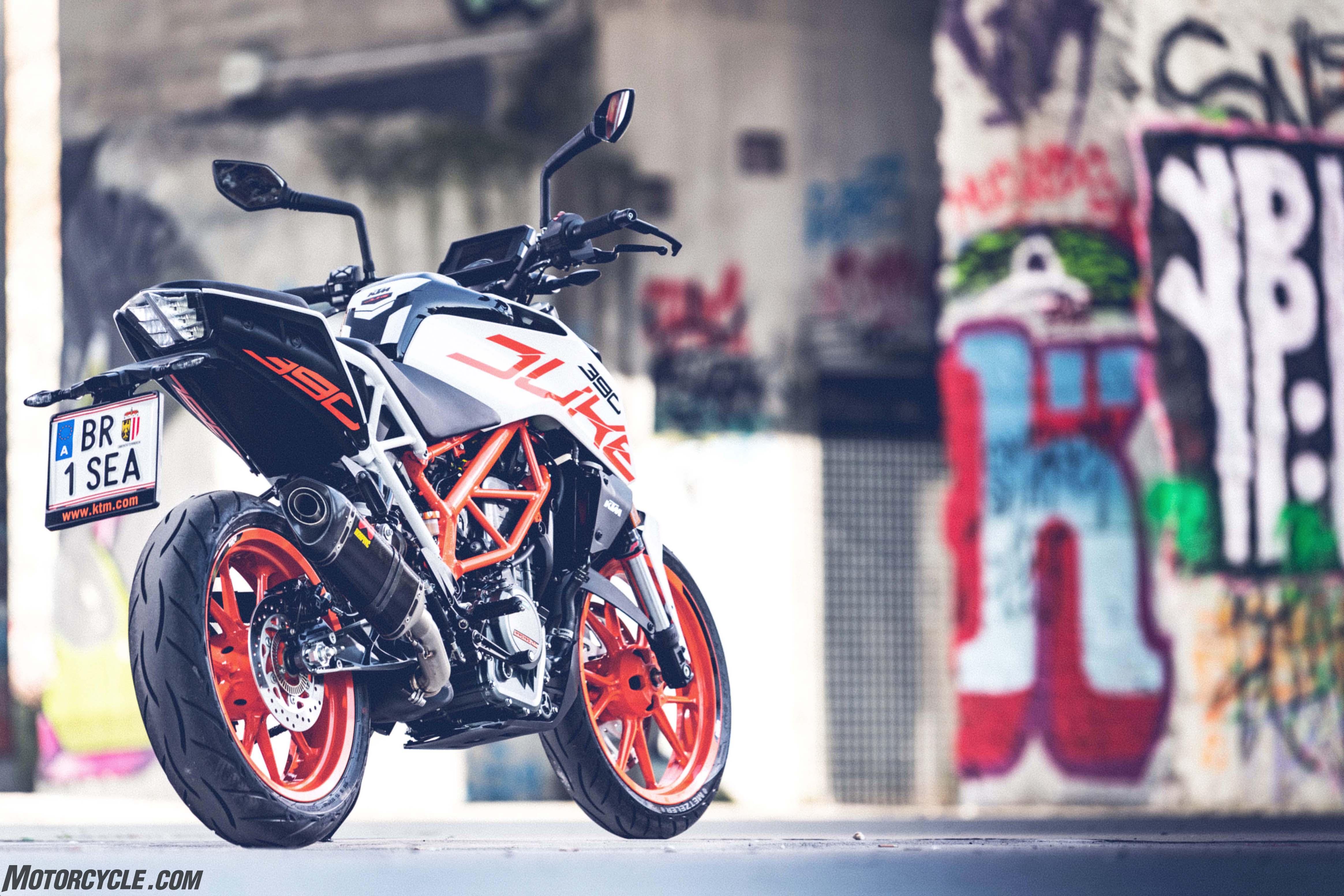 041017 2017 ktm 390 duke  mc57559   Motorcyclecom 4657x3104