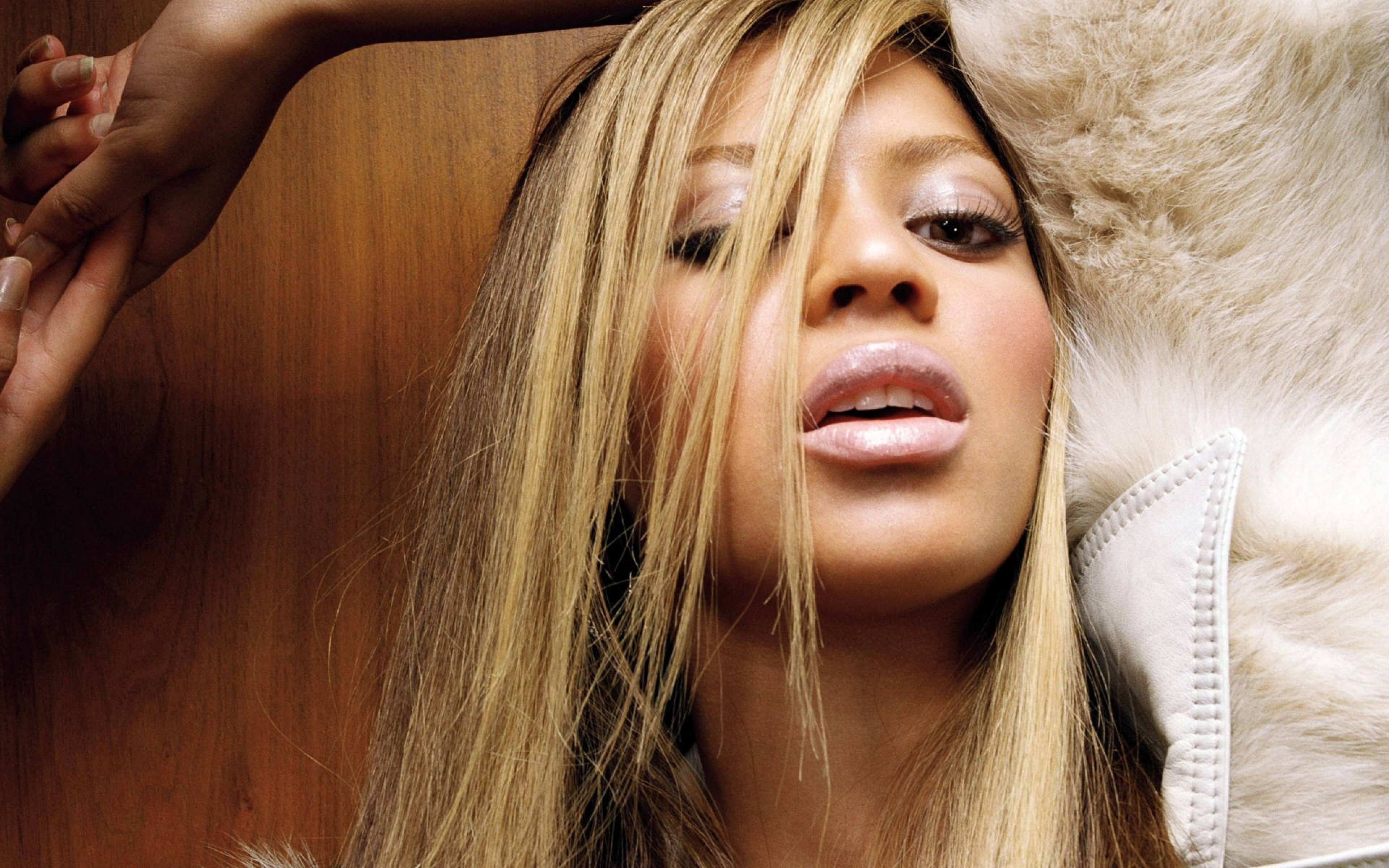 Download Wallpaper 3840x2400 Beyonce Girl Singer Blonde 3840x2400