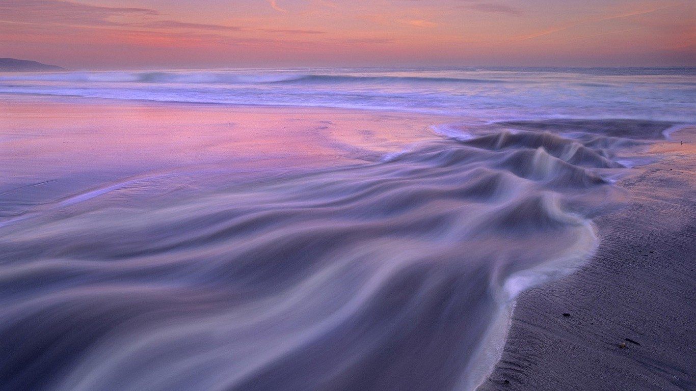 Beautiful ocean waves wallpaper 13813 1365x768