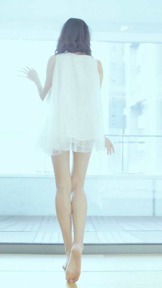 Long Legs Beauty Back Wallpaper   iPhone Wallpapers 640x1136
