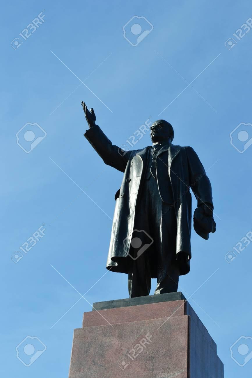 Monument For Lenin On Blue Sky Background In The Zelenogorsk 866x1300