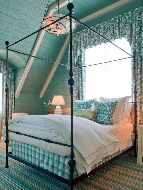 to aqua colored grasscloth wallcovering bedroom Suzanne Tucker 570x757