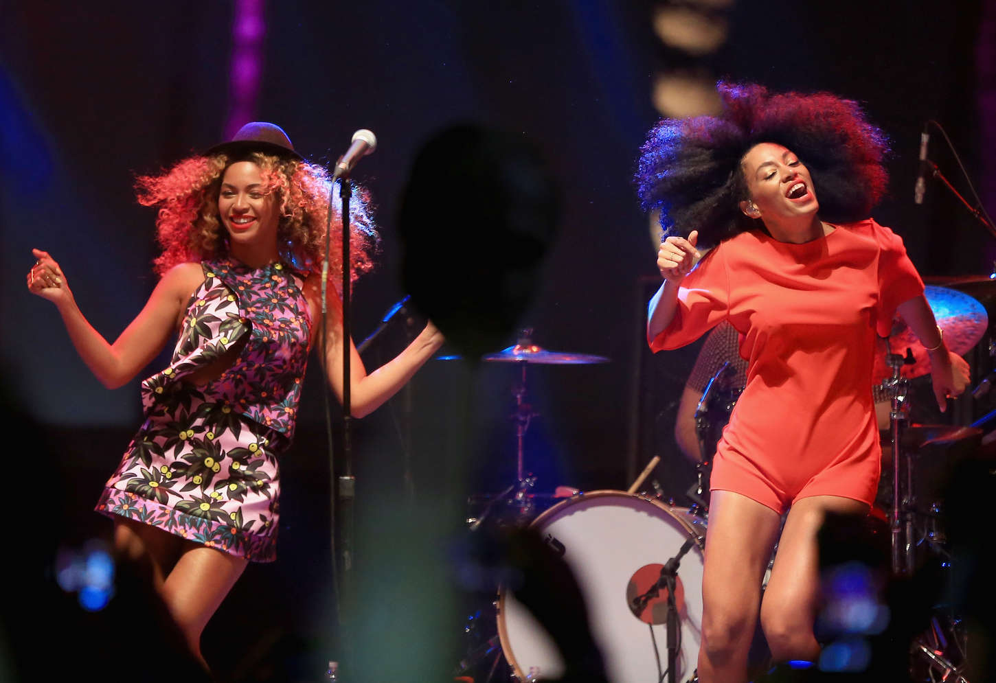 Beyonce Solange Knowles   Performing at the 2014 1450x995