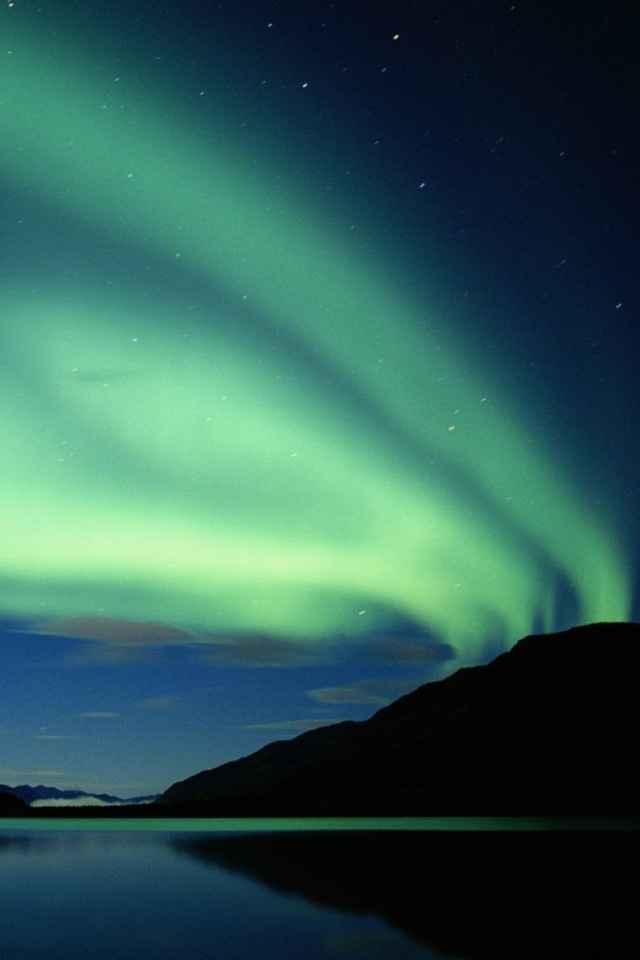 Aurora Borealis Wallpaper hd Aurora Borealis Wallpaper 640x960
