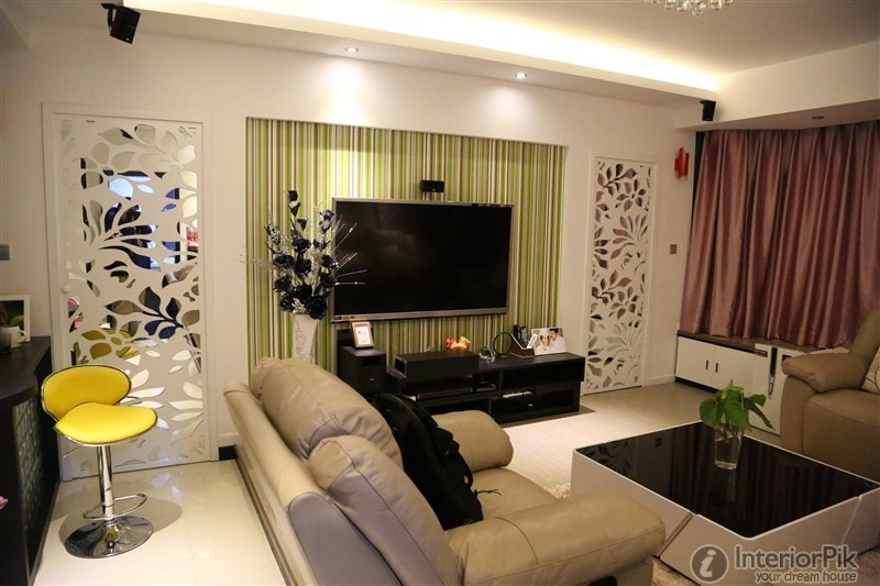 Striped wallpaper small apartment living room TV background wall 800x533