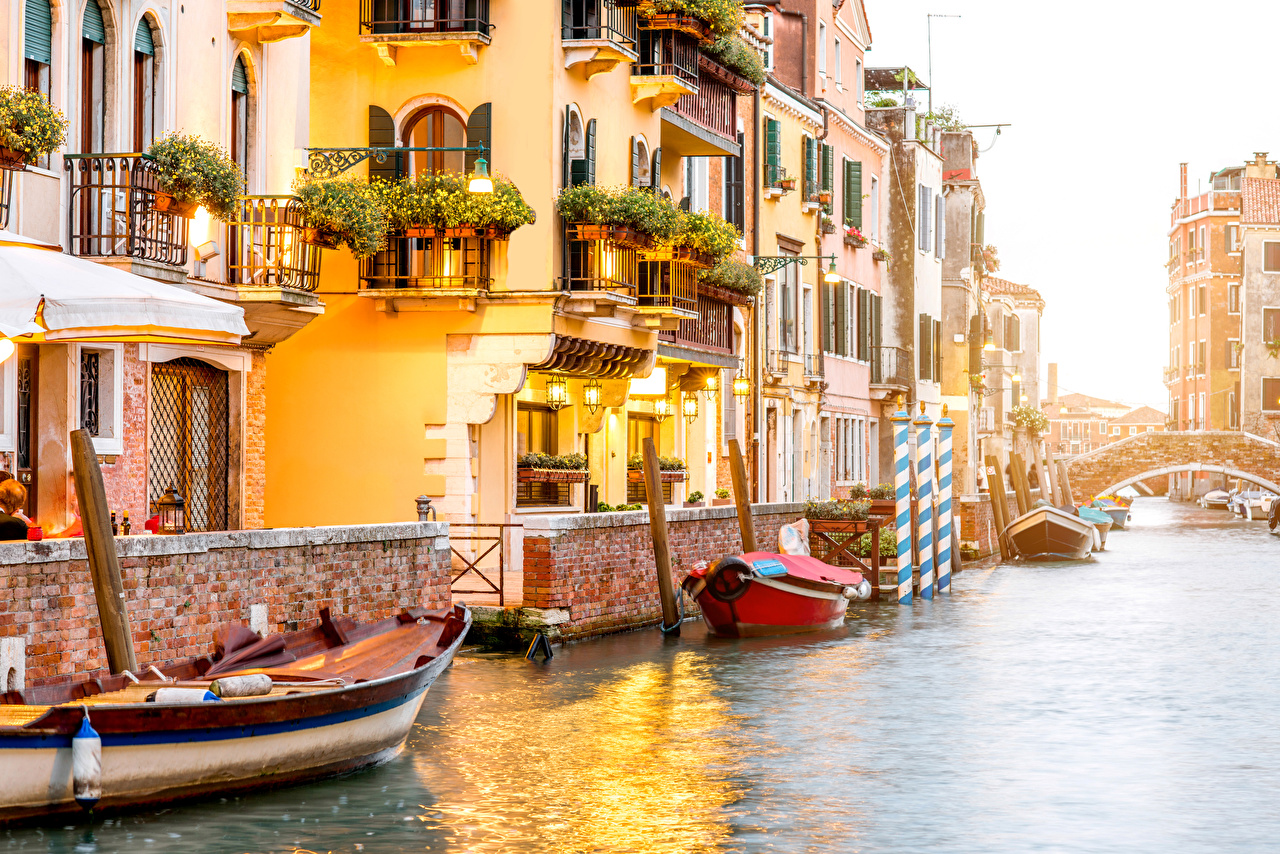 Wallpaper Venice Italy Canal Pier Boats Street lights Cities 1280x854