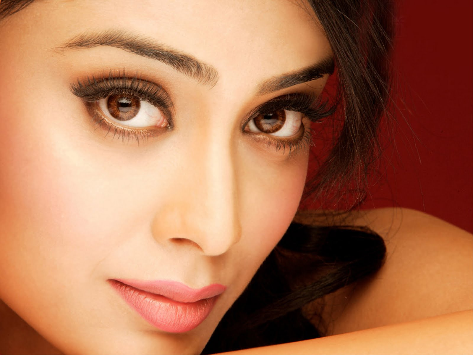 Shriya Saran Bollywood Actress New Pictures Images High Quality 1600x1200