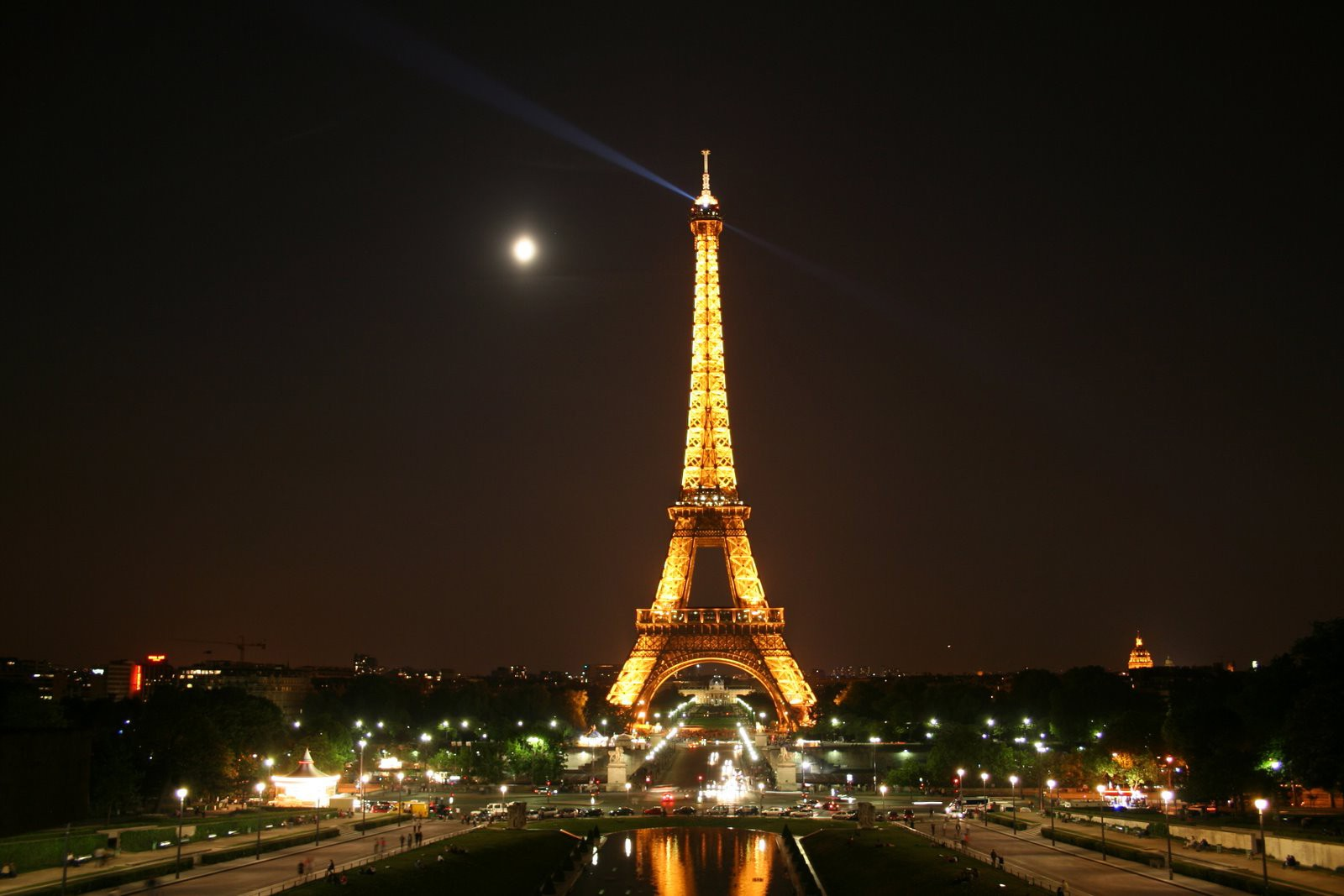Eiffel Tower HD Pictures 1600x1067
