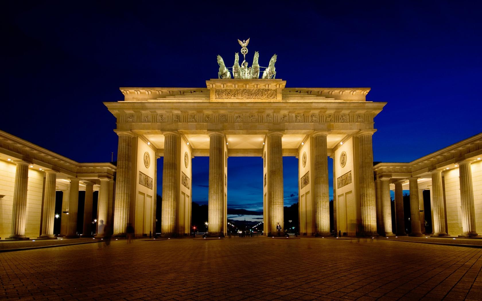 Brandenburg Gate Wallpaper 4   1680 X 1050 stmednet 1680x1050