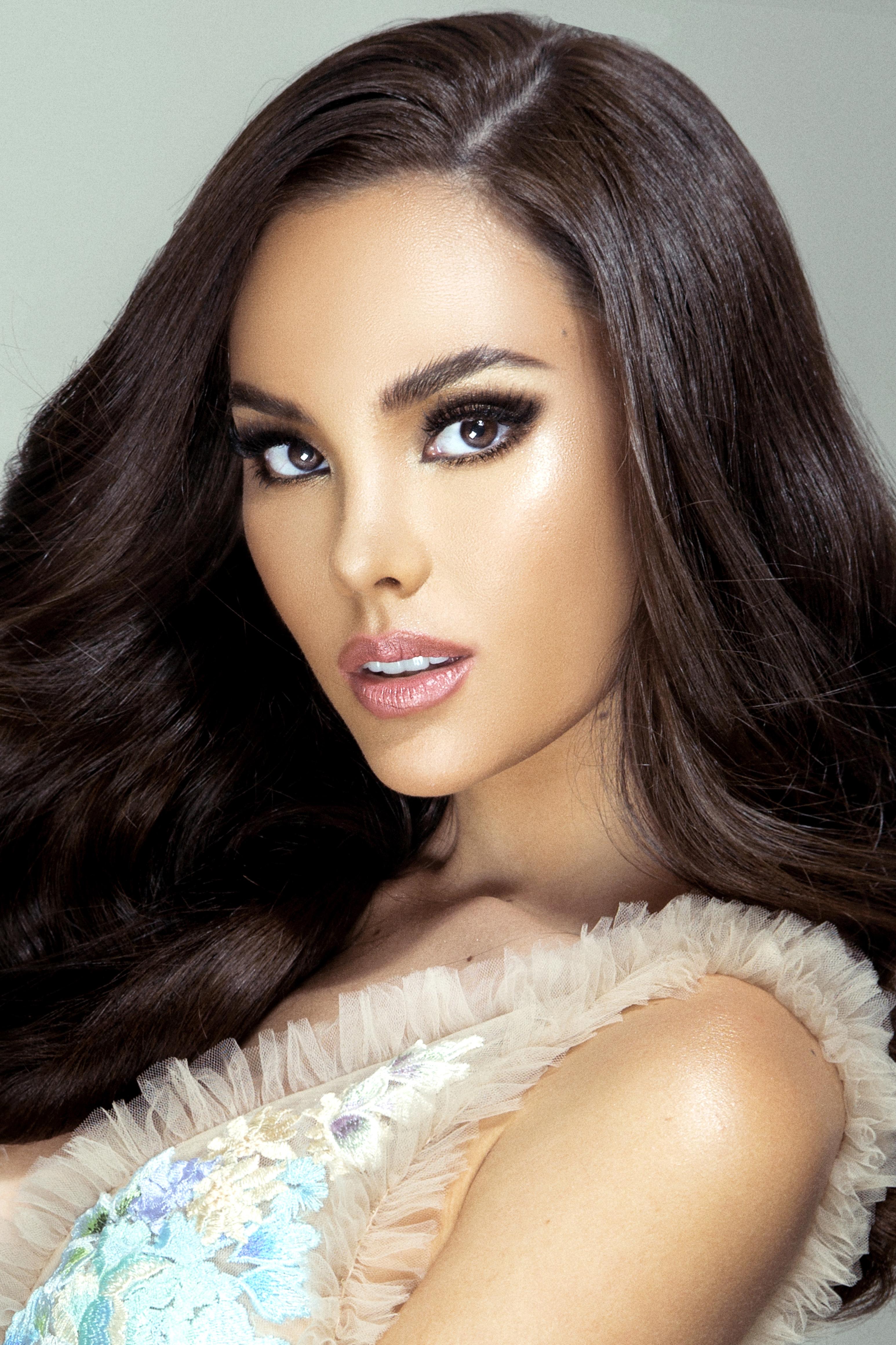 Miss Universe Titleholder 3092x4642