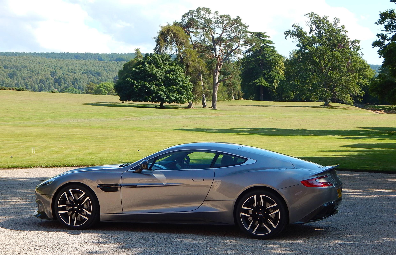 2015 Aston Martin Vanquish Full Desktop Backgrounds 2480x1600