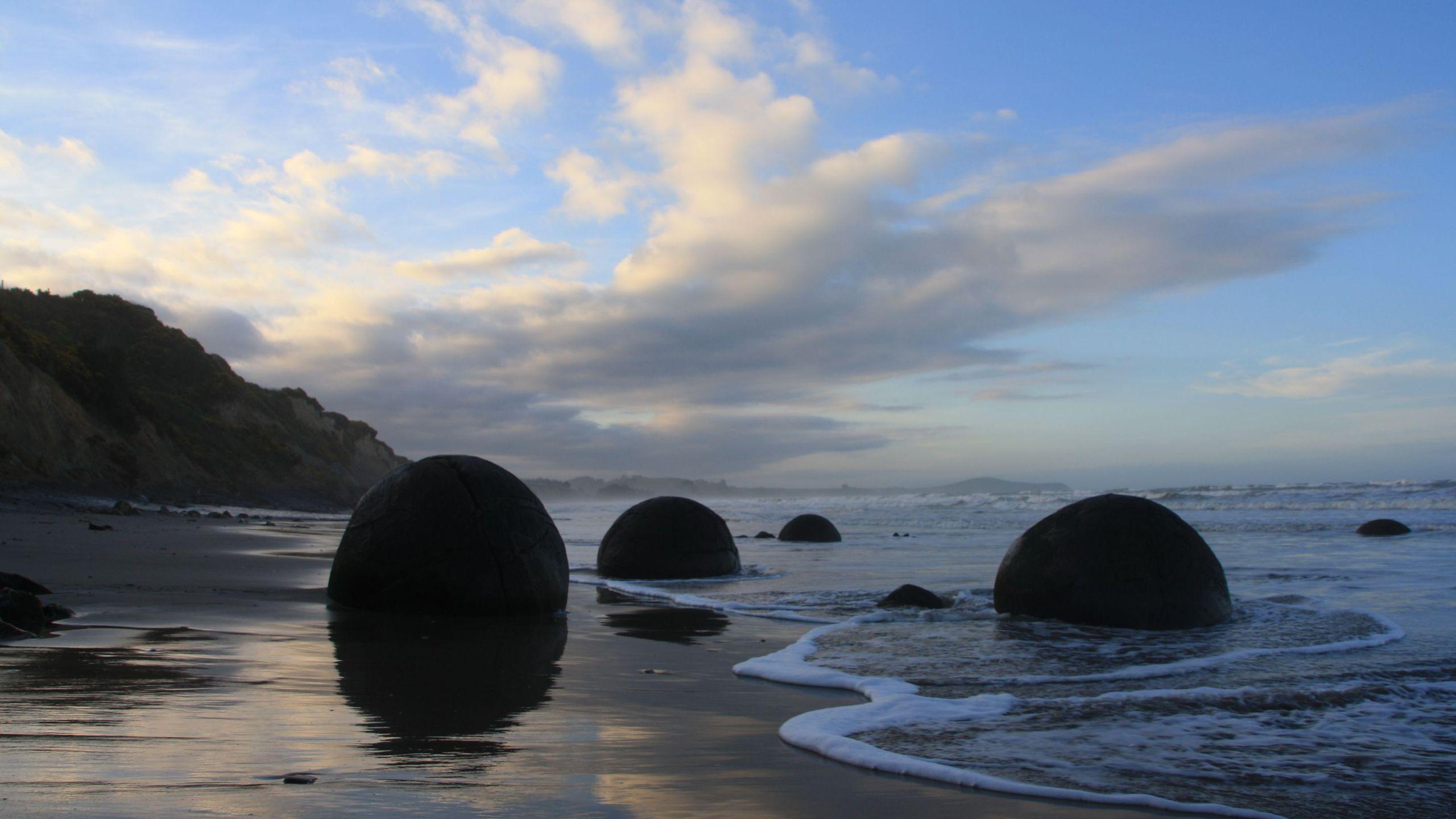 BOTPOST [BOTPOST] Balls Moeraki Boulders New Zealand iimgurcom 2560x1440