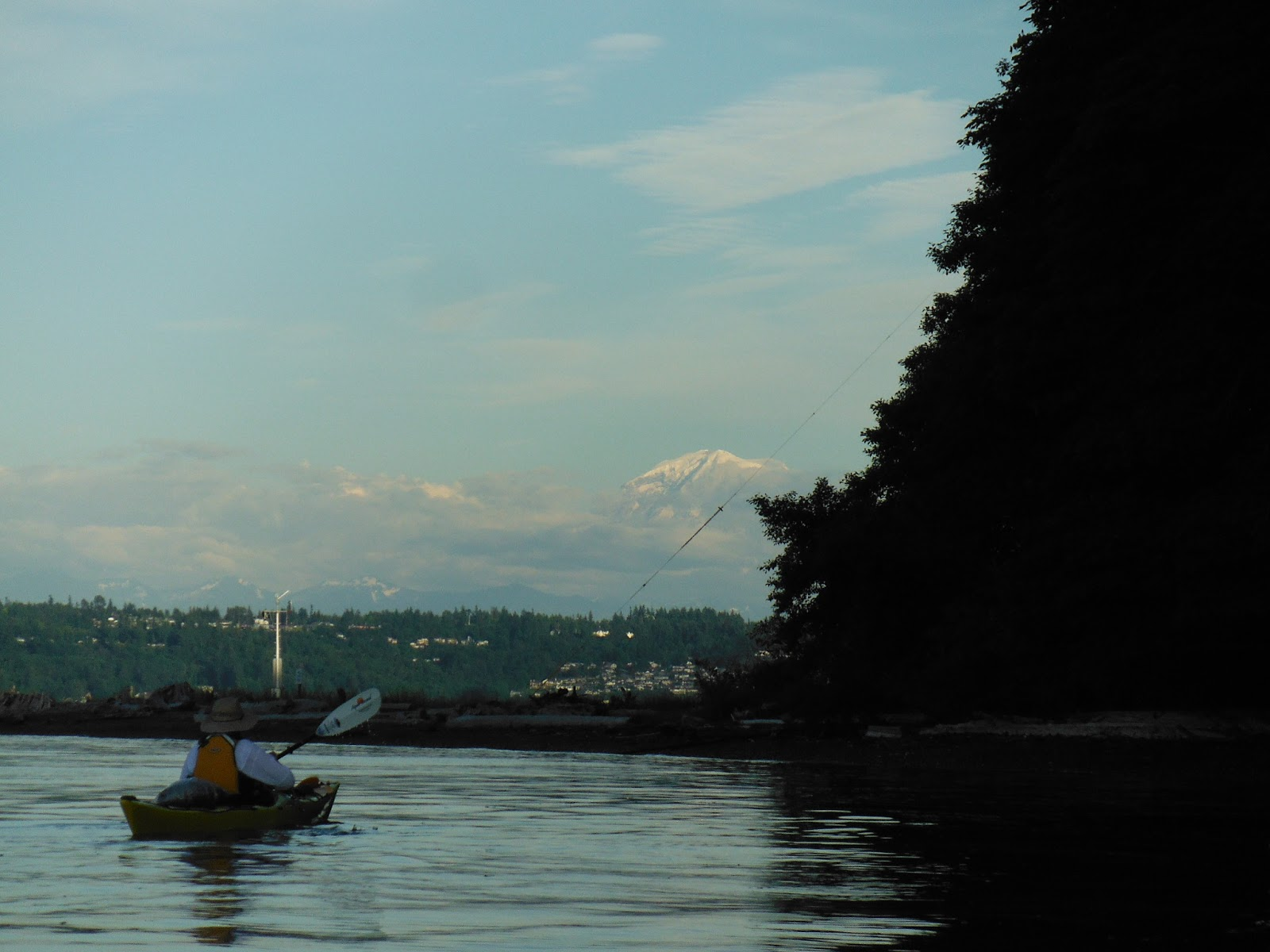 Mt Rainer and the Cascades are visible as we near the tip of Pt 1600x1200