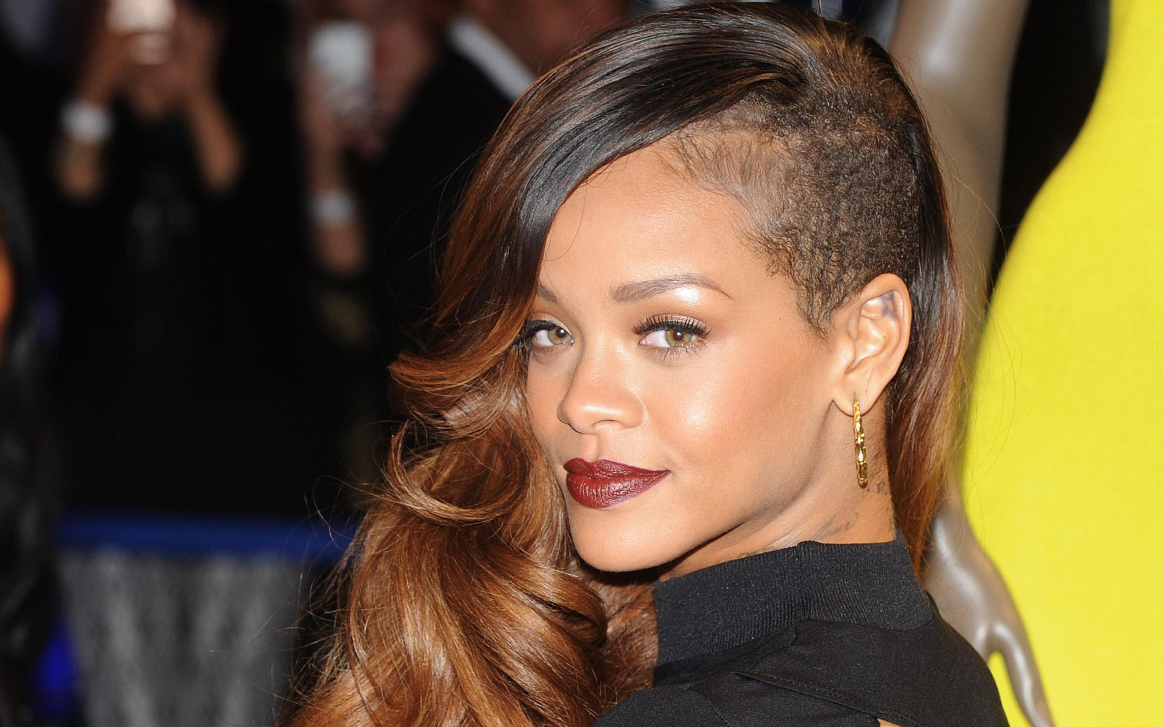 Download Wallpaper 3840x2400 Rihanna Grammy 2015 Singer Ultra HD 4K 3840x2400