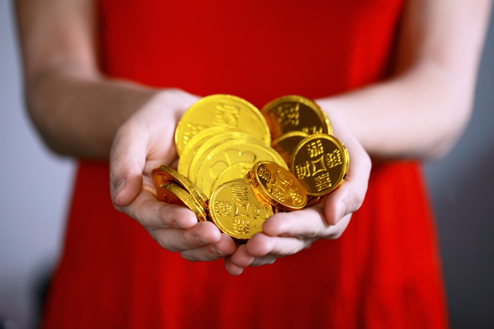 Gold Coins Pictures Download Images on Unsplash 1000x667