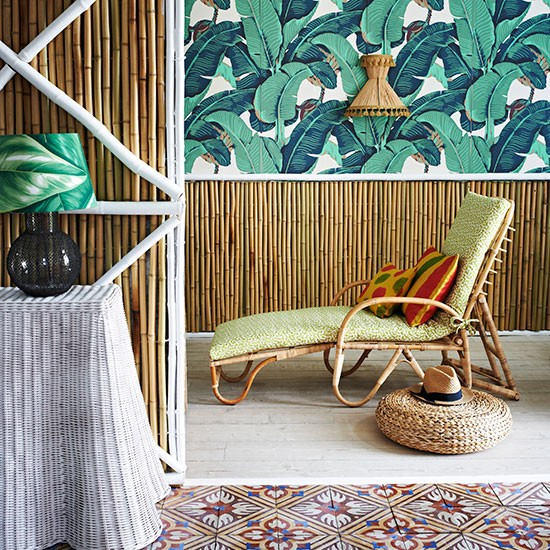 Living room with bamboo walls and tropical print wallpaper Living 550x550