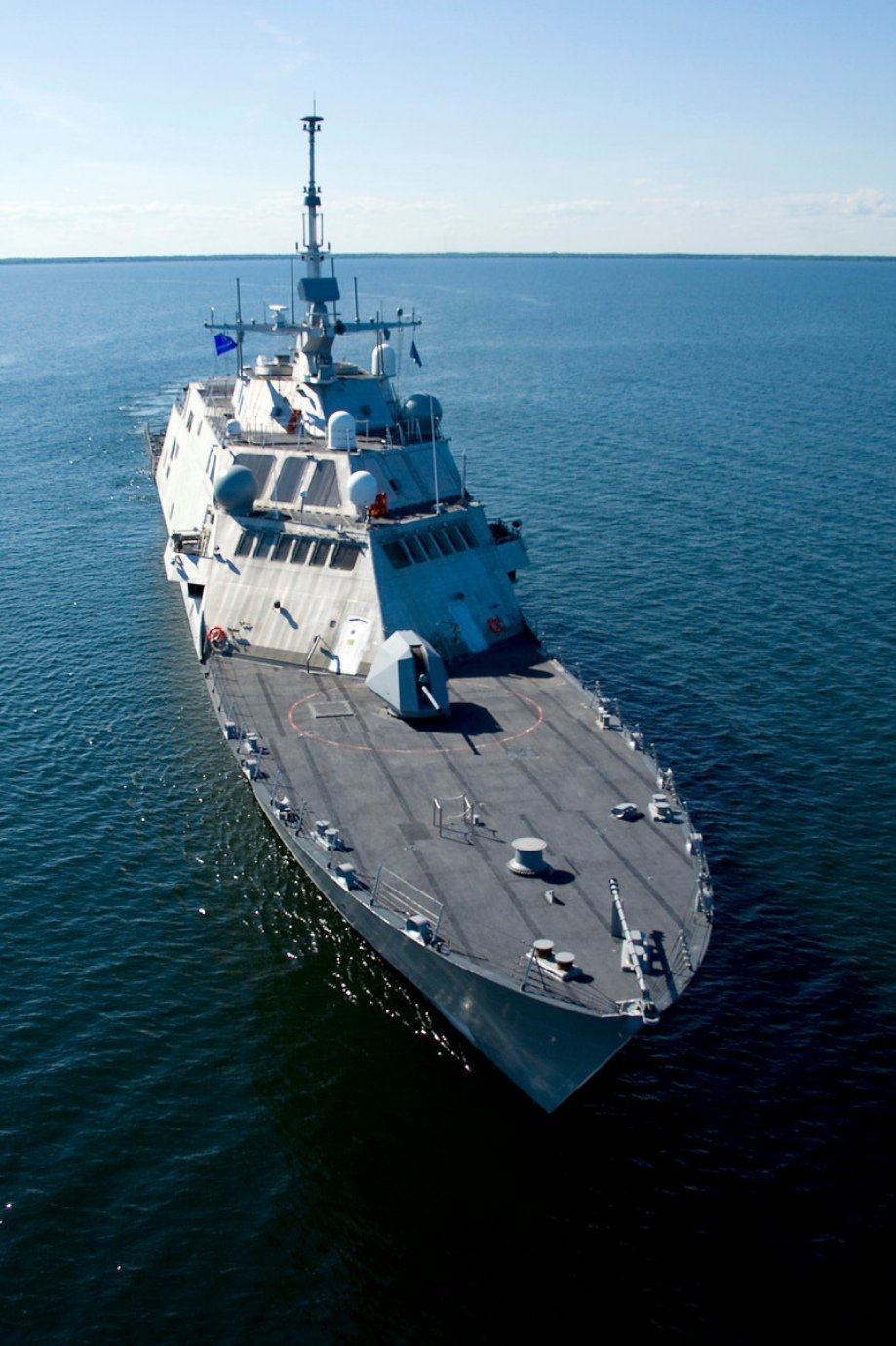 uss freedom 920 3 USS Freedom LCS 1 in high res 25 HQ Photos 919x1380