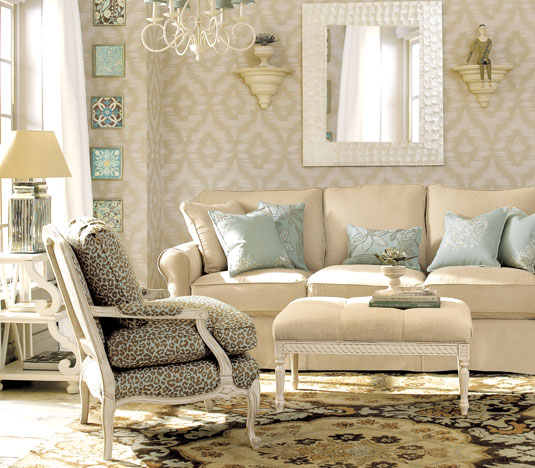 living room with wallpaper and decoration cream colorU3zCBsuKDug 535x468