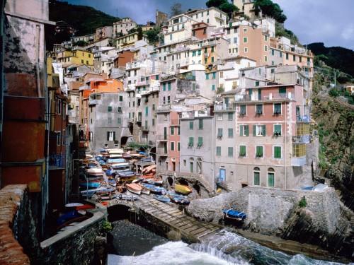 Riomaggiore Italy Screensaver Screensavers   Download Riomaggiore 500x375