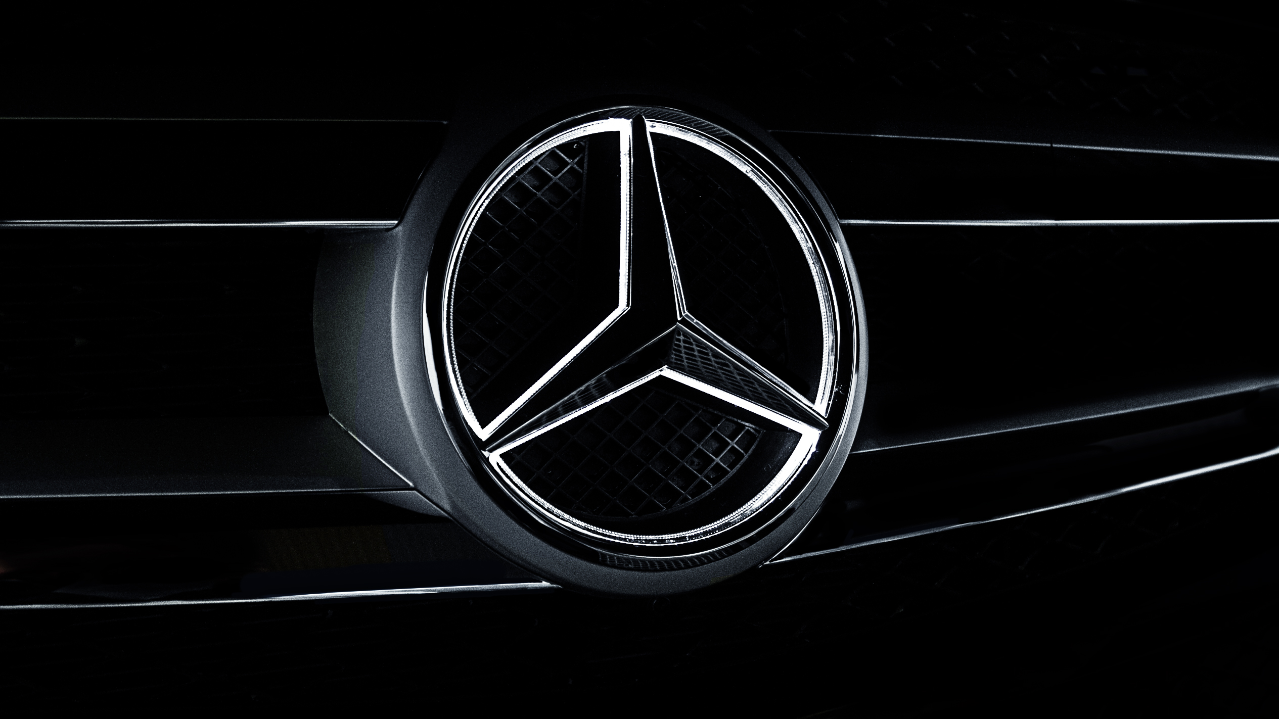 Mercedes Benz Logo Wallpapers Pictures Images 2530x1423