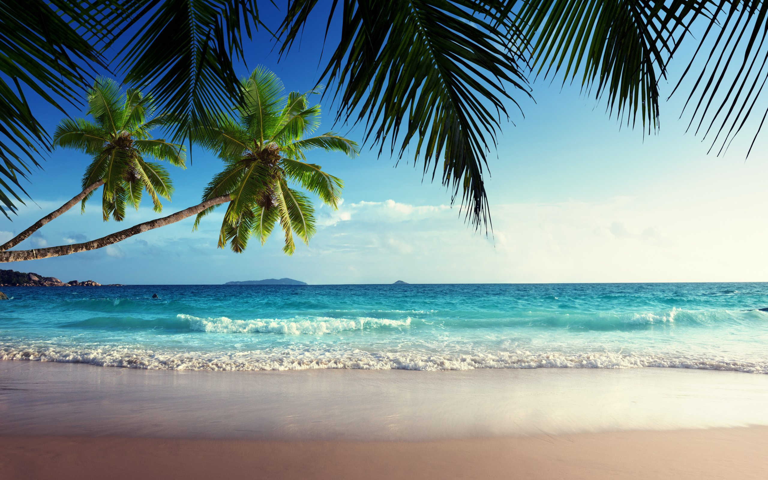Emerald sea paradise sunshine beach sky tropical blue coast wallpaper 2560x1600