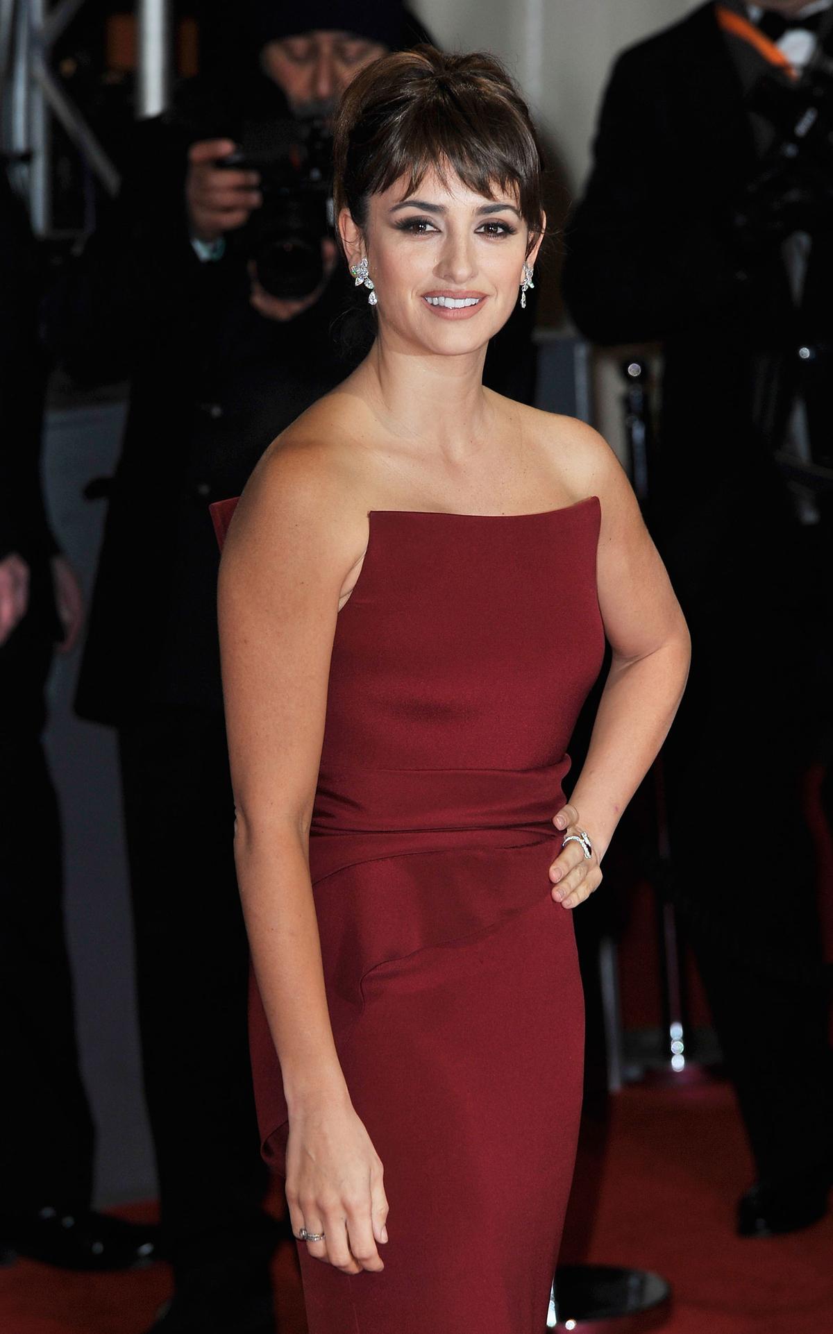 Penelope Cruz at BAFTA Awards 2012 in London Photo 1200x1922