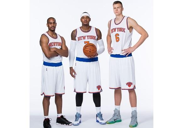 Carmelo Anthony 7 and Kristaps Porzingis 6 of the New York Knicks 579x408