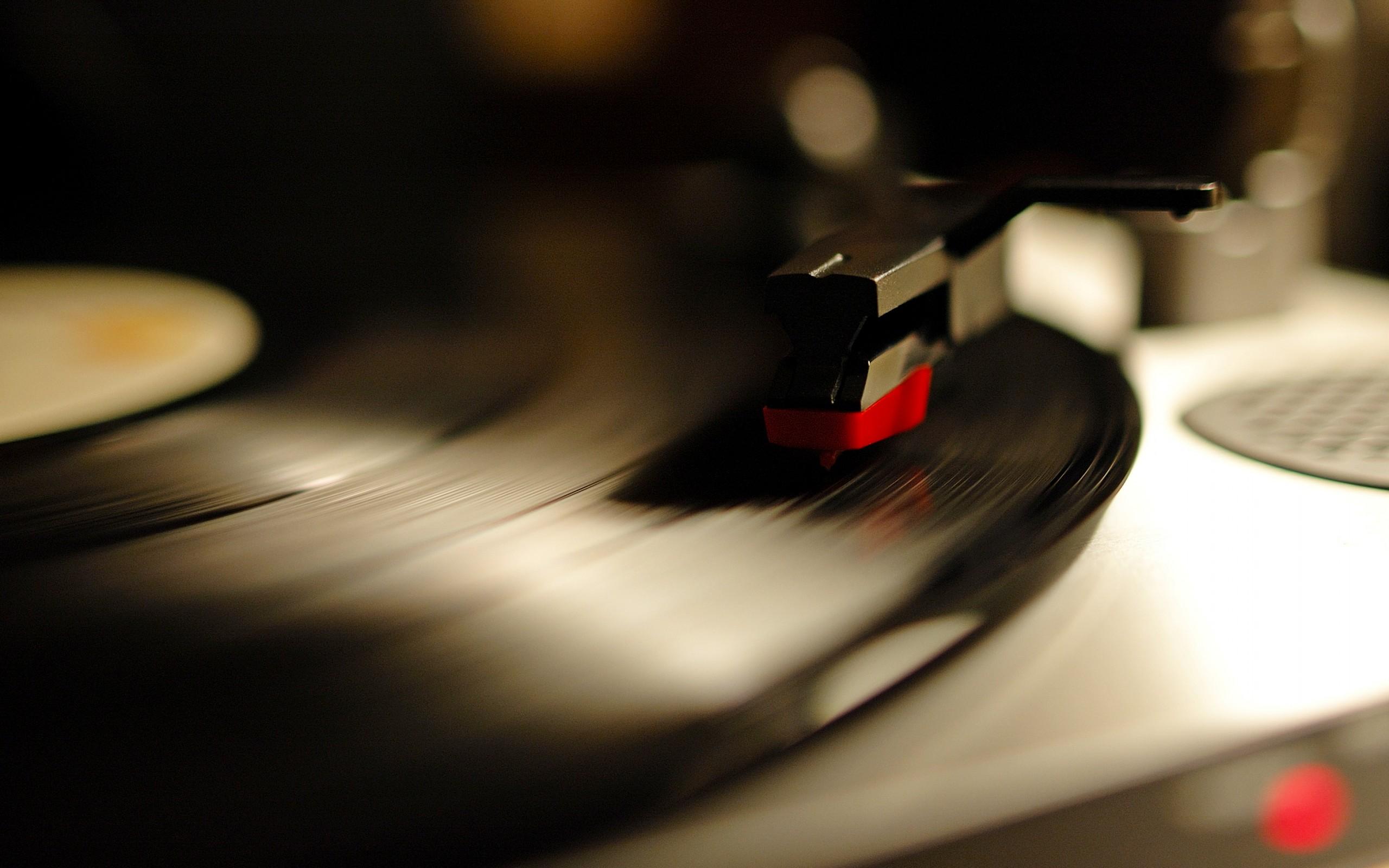 2560x1600 Gramophone record desktop PC and Mac wallpaper 2560x1600
