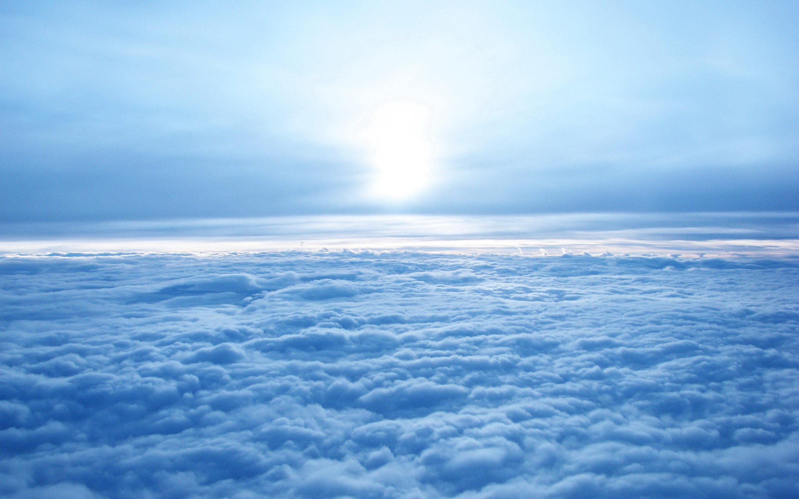 Облака в голубом небе  № 1665986  скачать