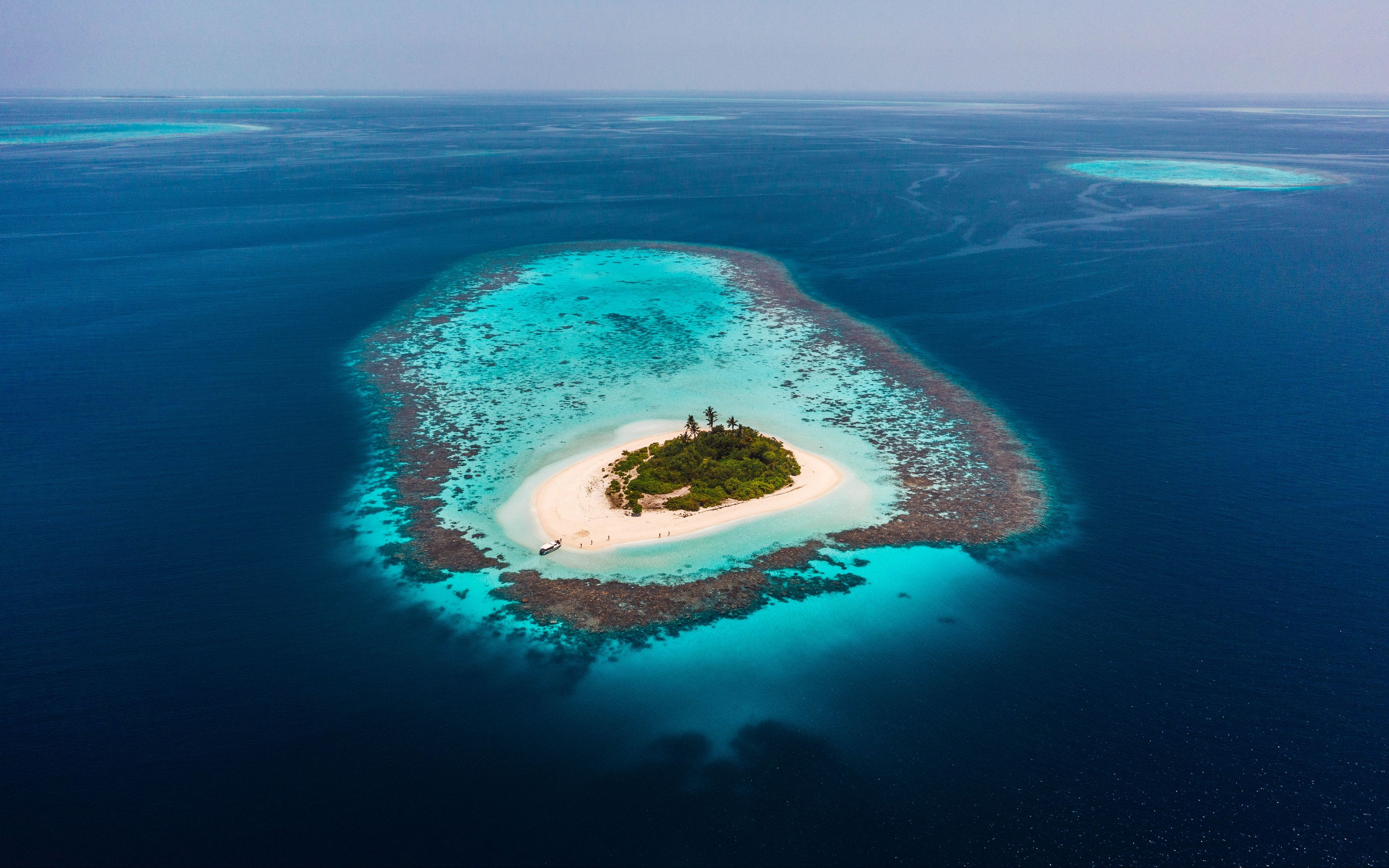 Download wallpaper 3840x2400 island ocean aerial view water 3840x2400