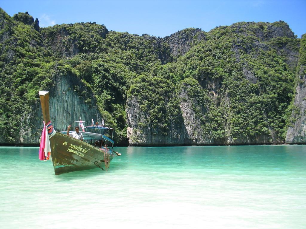 Malaysian beach 1024x768