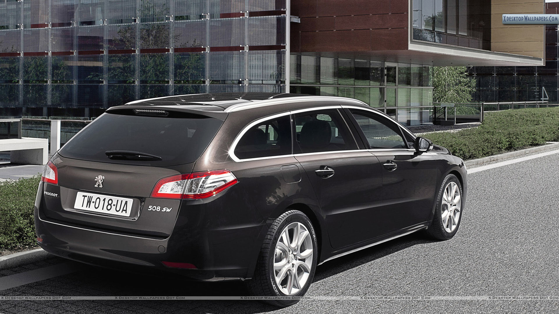 Peugeot 508 SW Parked Outside a Building Wallpaper 1920x1080