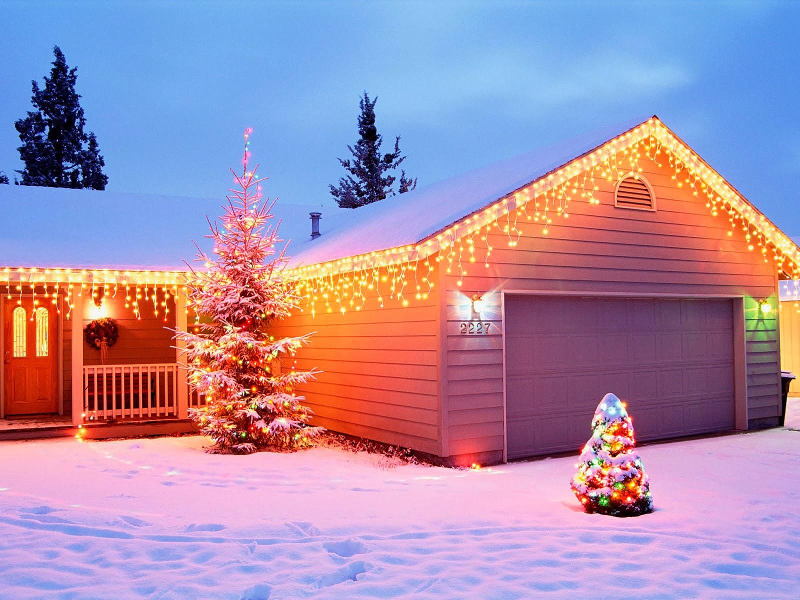 11 Christmas wallpapers free house with christmas lights wallpaperjpg 1600x1200