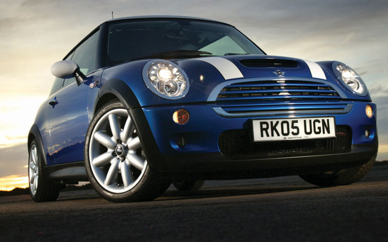 mini cooper wallpaper for different generation of classic Mini and BMW 1280x800
