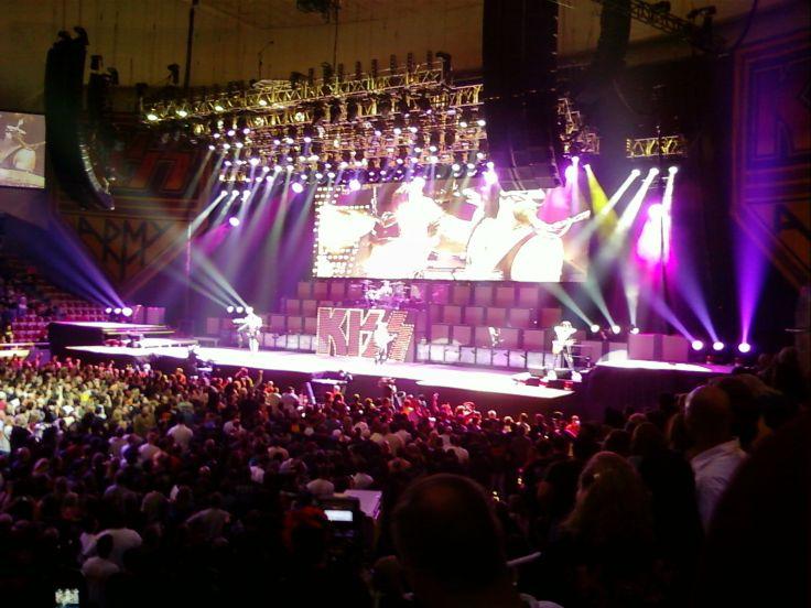 Kiss heavy metal rock bands concert crowd r wallpaper background 736x552