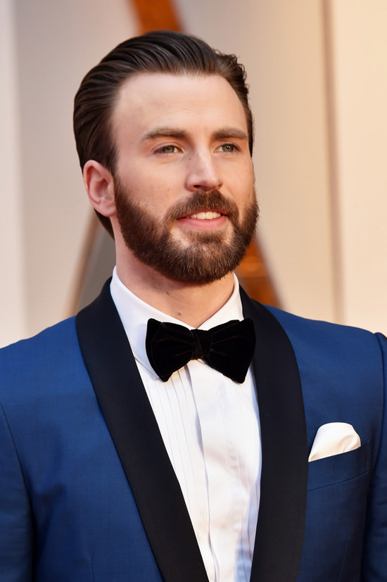 Oscars 2017 Chris Evans is Your Bearded Boo in Blue Tom 550x827