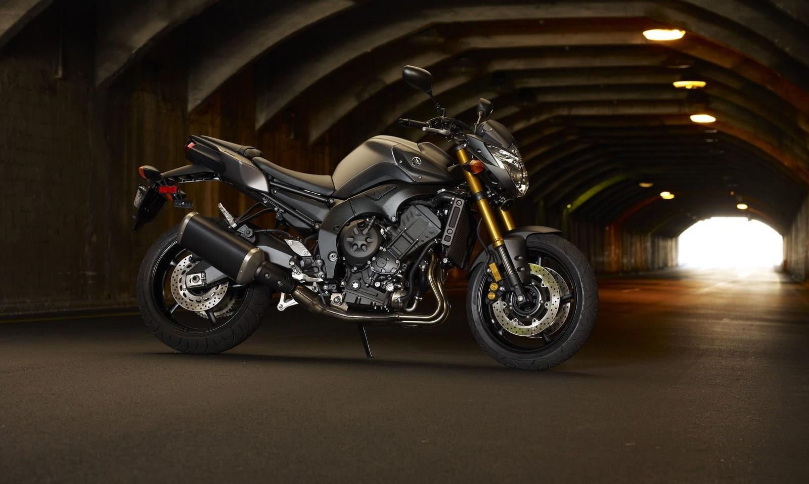Yamaha FZ8 1600x957