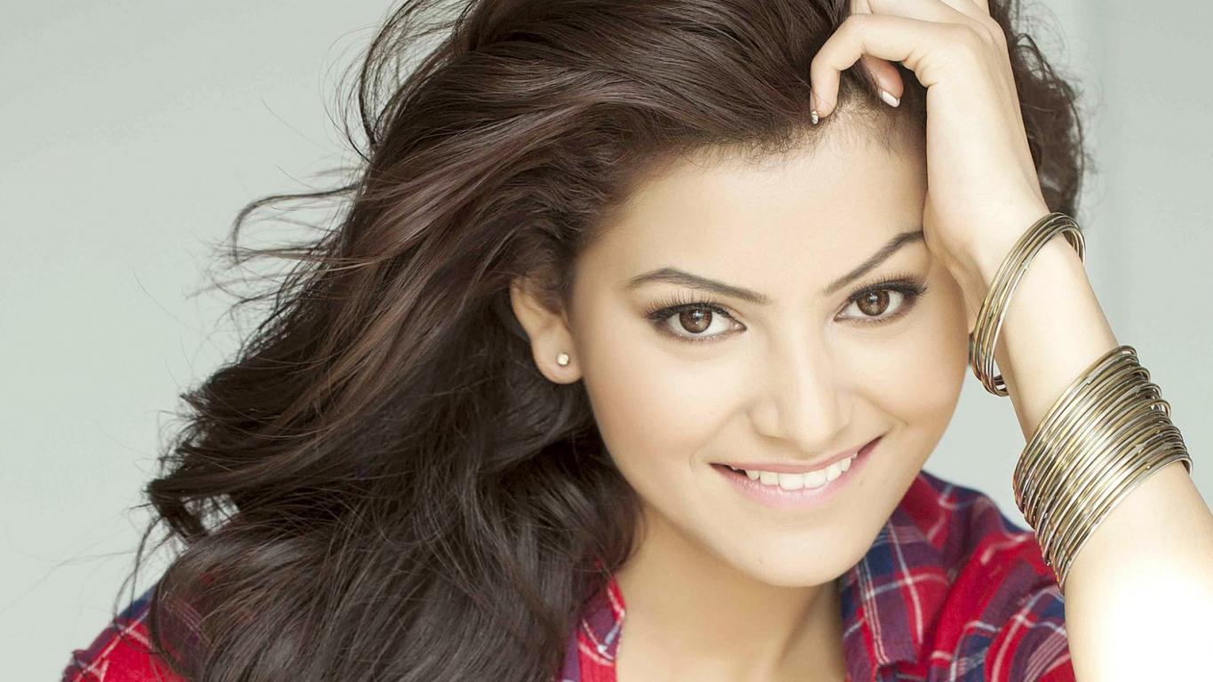 Desktop Wallpaper Bollywood Actress Hd HD Wallpapers 1366x768