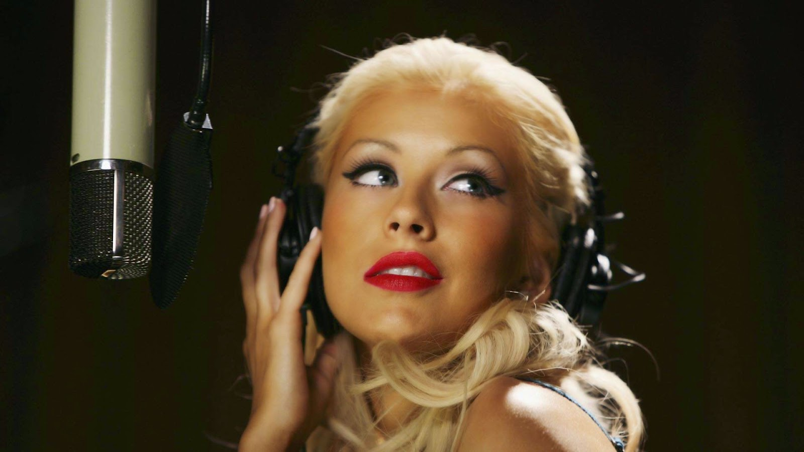 Christina Aguilera Beautiful 1600x900