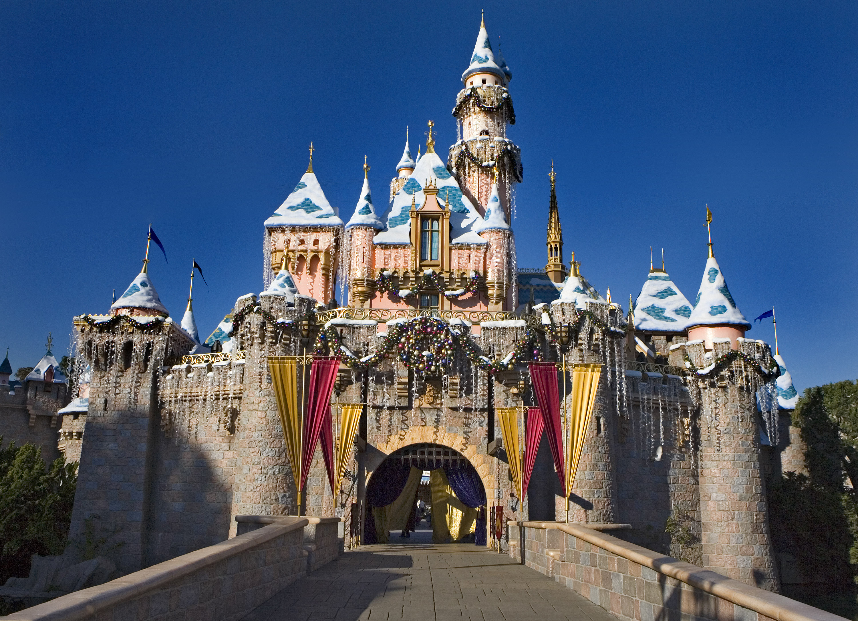 My favorite time of year to visit Disneyland is during the holiday 3000x2171
